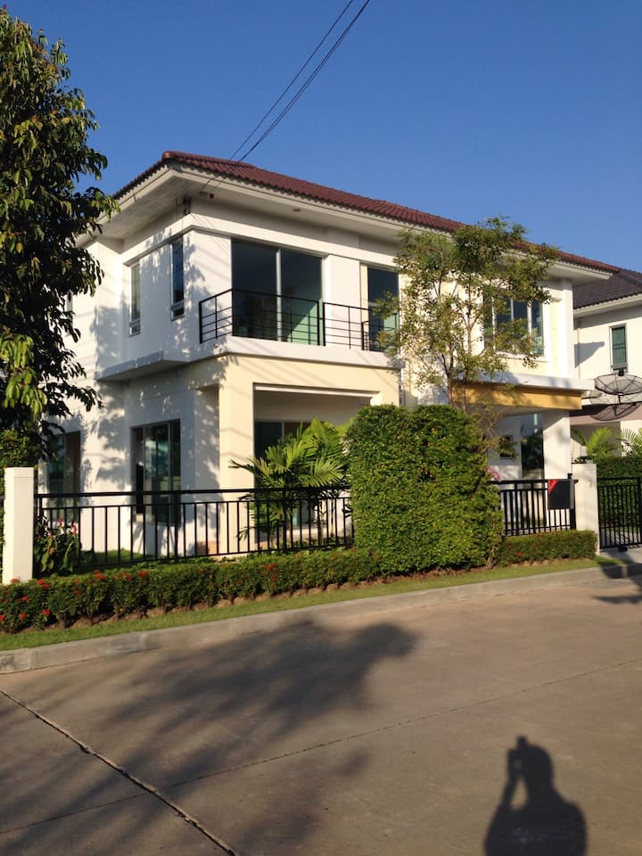 New home 10 min to BKK Airport
