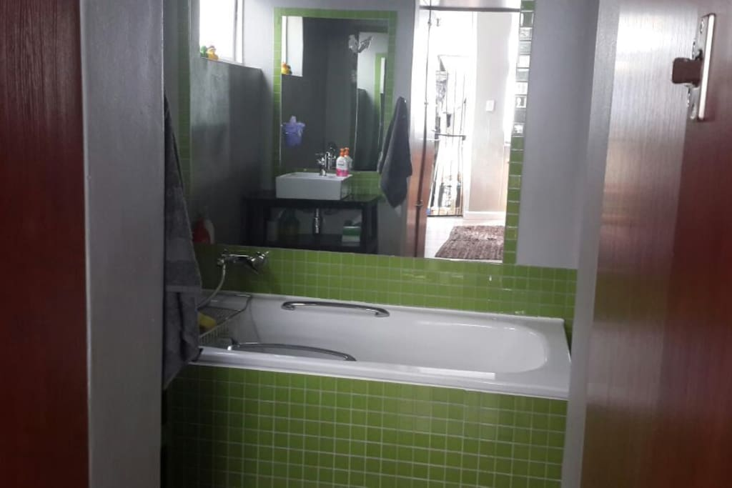 bathroom modern, separate shower