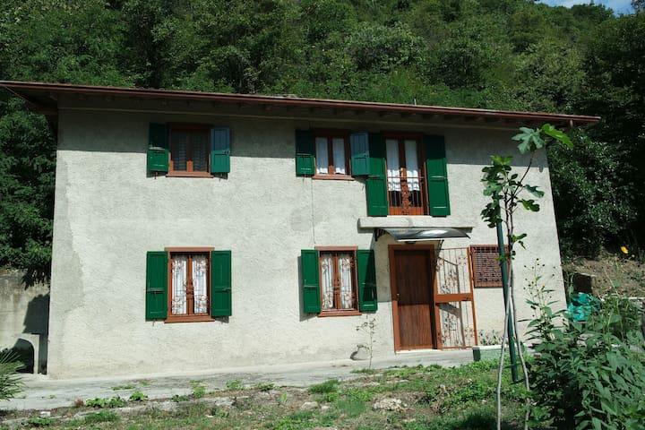Live the nature of Garda lake - San Michele di Gardone Riviera - House