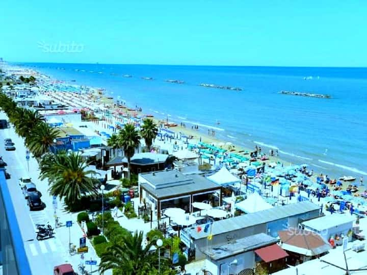"Apt "" RIMINI "" by the sea. Adriatique coast. 7beds"