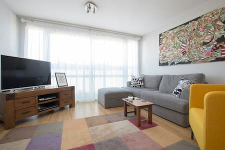 Spacious 2 bedroom flat in Bow, E3