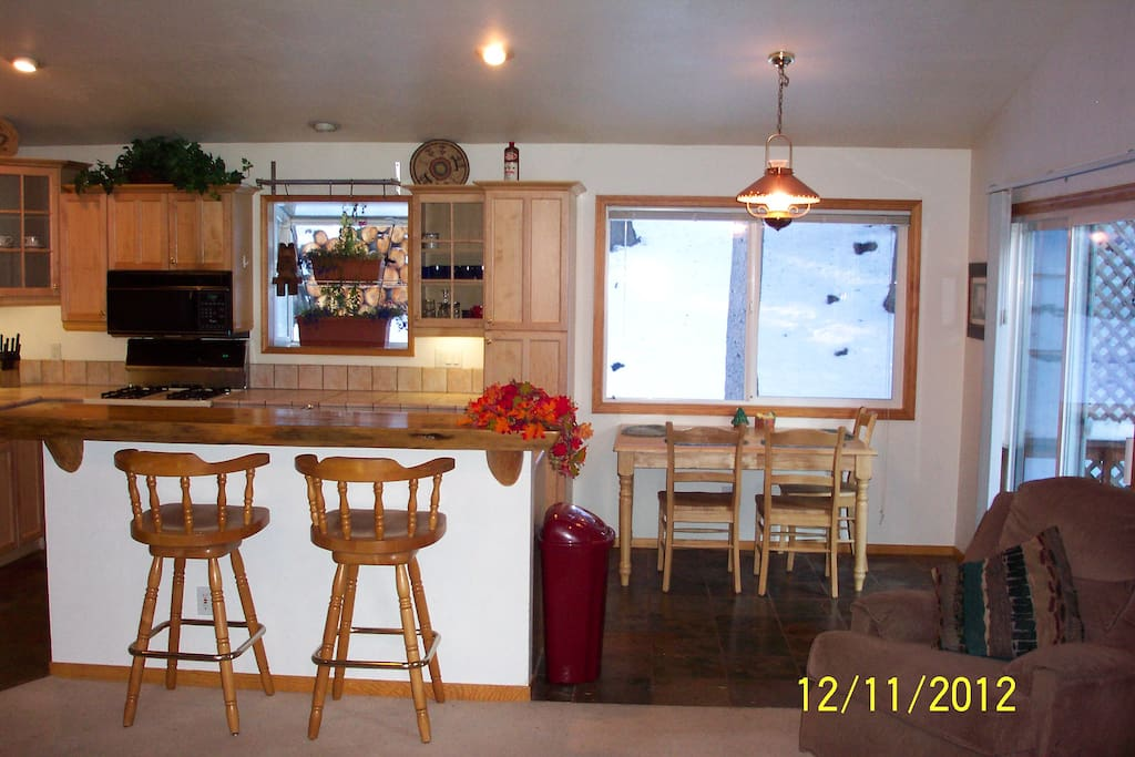 Kitchen, bar and dining area with expandalble table