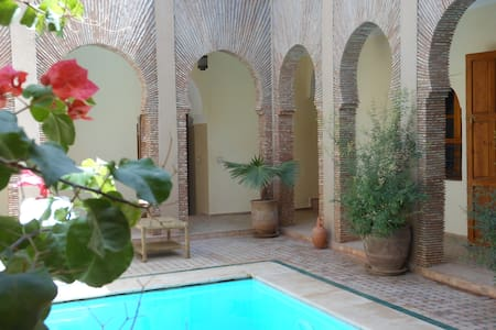 HORS DU TUMULTE DE MARRAKECH - Oumnass - Bed & Breakfast