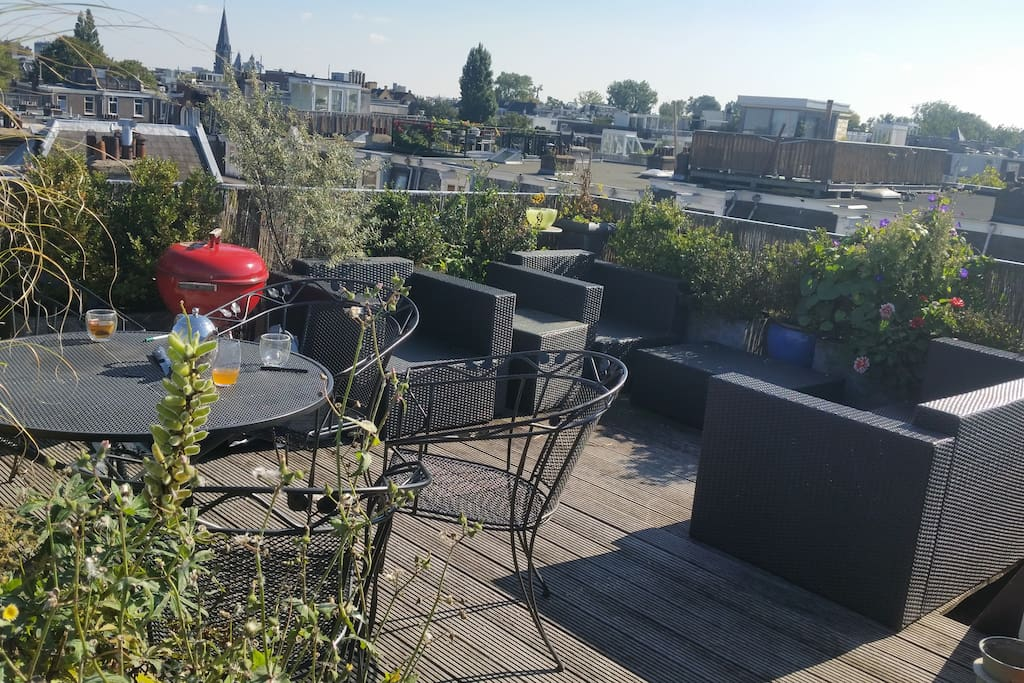 The roof terrace overlooks the whole city :)