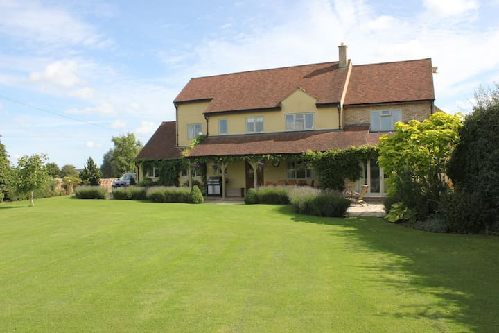 Luxury Family Home in Countryside - Ridgmont - Dom