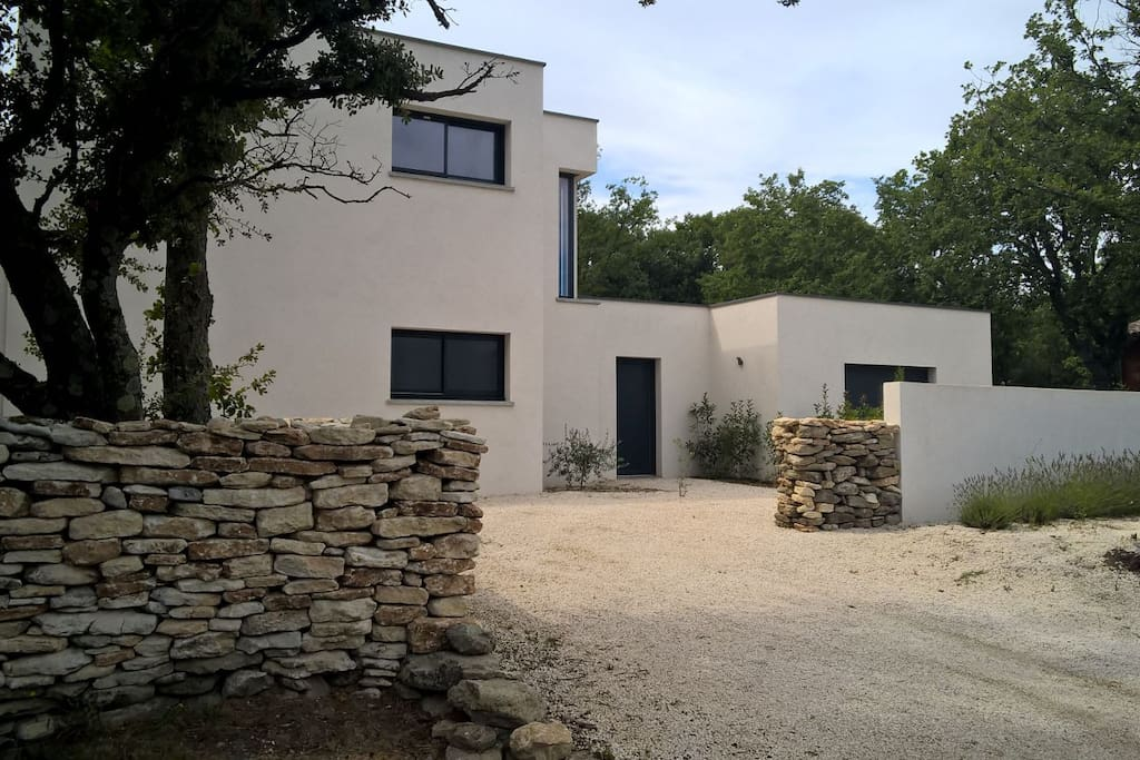 Maison d 39 architecte grignan houses for rent in grignan for Architecte rhone