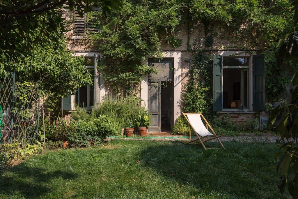 apartment garden near garda lake wohnungen zur miete in lonato lombardia italien. Black Bedroom Furniture Sets. Home Design Ideas