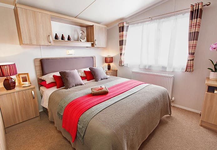 Luxury NEW  Static Caravan, sleep 8 - Preston