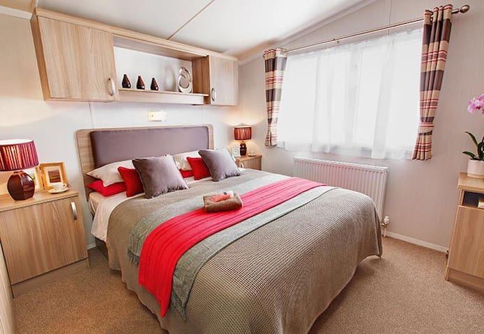 Luxury NEW  Static Caravan, sleep 8 - Preston - Andre