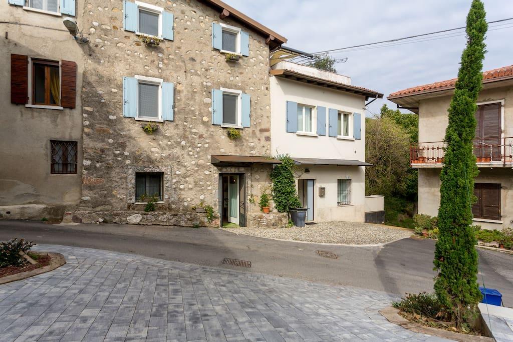 Casa la sorgente appartamento rio appartamenti in for Case affitto lago di garda capodanno