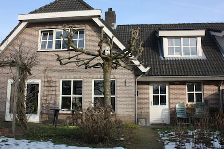 Room with bathroom and own entrance - Wageningen - Hus