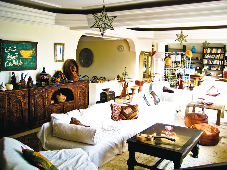 Authentically decorated, cosy yet spacious, sun filled lounge area