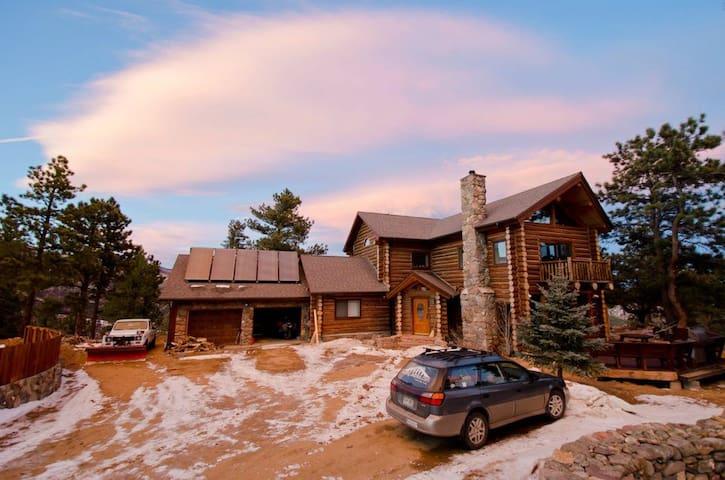 Lovely Bedroom in Gorgeous Log House - Boulder - Rumah