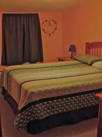 Clean, Comfortable Queen Room #2 - Bridgewater
