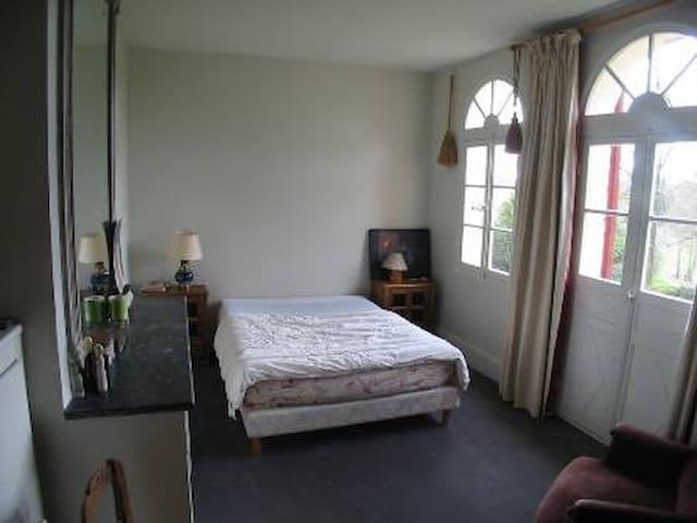 Belle maison de famille avec parc - Liorac-sur-Louyre - Rumah