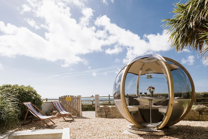 3 Bedroom Beachside Property with Glass Pod!