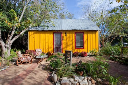 BREATHE DEEPLY  A Cozy Austin Cabin - Manchaca - Bed & Breakfast