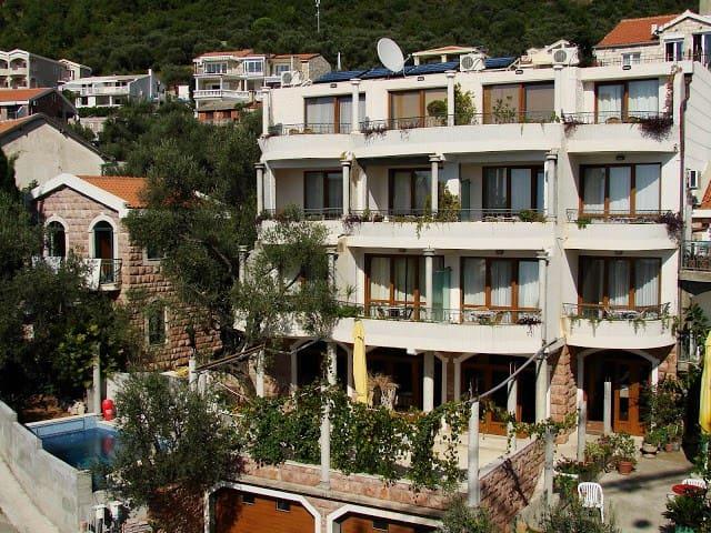 Levantin Inn 1/3room with balcony 3 - Sveti Stefan - Flat