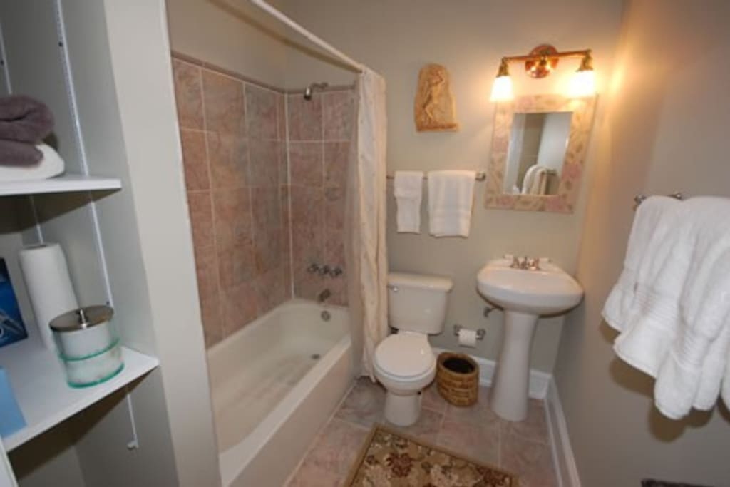 Beautifully renovated full bath!