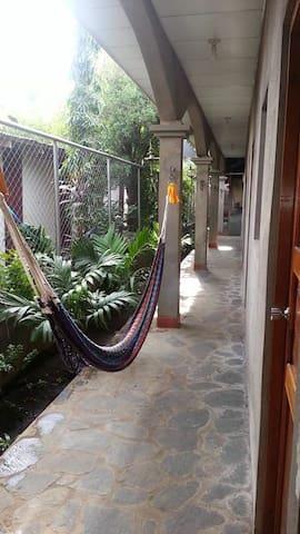 Tranquil rooms in Leon, Nicaragua - León - Bed & Breakfast