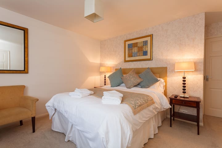 Luxury King Room 4