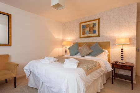 Luxury King Room 4 - Bed & Breakfast