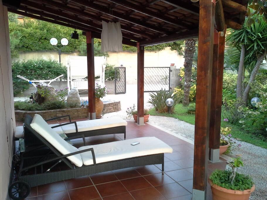 Vista lato opposto a ingresso e prima veranda/opposite side view and first Sun porch