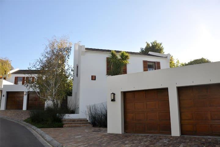 Secure Convenient Home in Newlands, Cape Town - Città del Capo - Casa