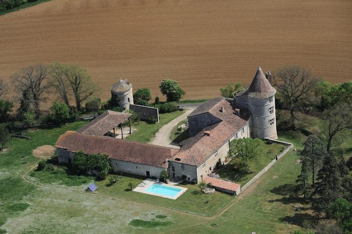 Château Gersois du XVIème siècle- chbre de la tour