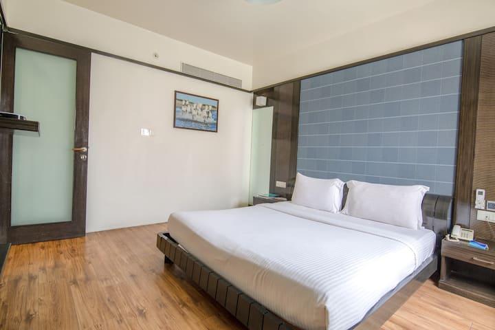 Room with Living area & Bathtub in Viman Nagar