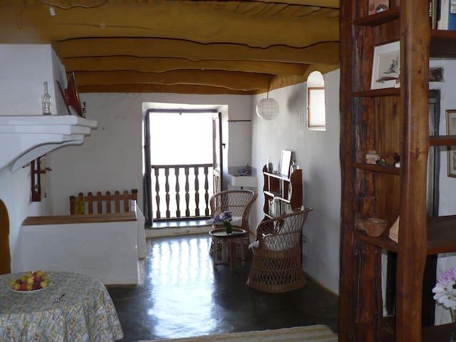 Preciosa casa alpujarreña en el GR7 - Pitres (La Taha)