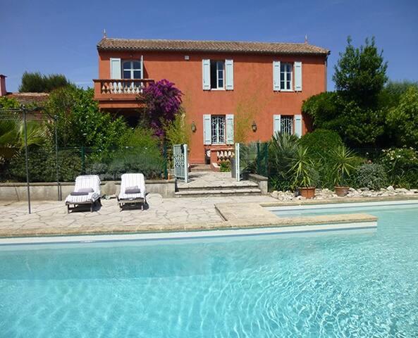 B&B in Antibes, Seaview, 5 min walk to Beach, Pool - Antibes - Bed & Breakfast