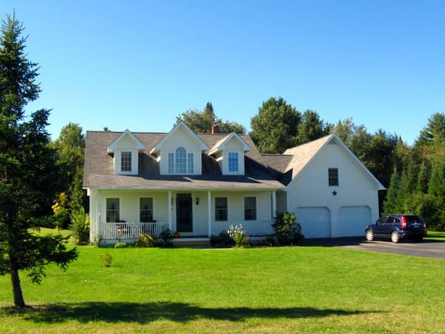 Lovely house in quiet community - Morristown - Bed & Breakfast