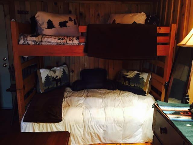 Rustic Barn Getaway - Morganton - Podkroví