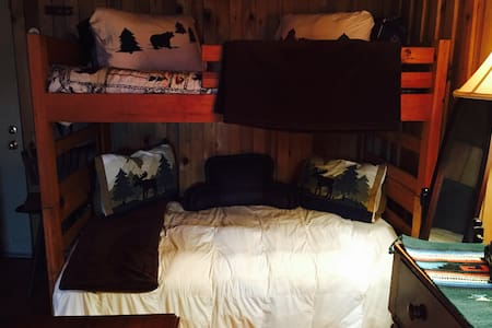 Rustic Barn Getaway - Morganton - Loft-asunto