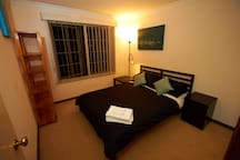 Private room, nice queen size bed