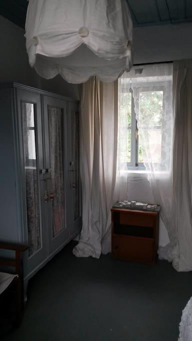The room - wardrobe