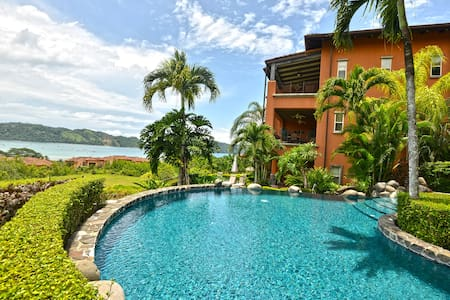 This  private and spacious Montebello condominium set amidst lush tropical forest, with 2550 square feet of living space, this vacation , featuring an over-sized covered terrace that overlooks the beautiful mountains of Los Sueños Resort.