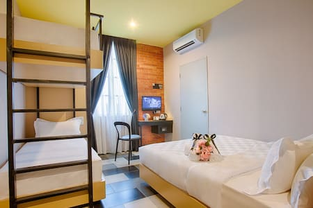 Sleep 4 Room w/free wifi - Nilai