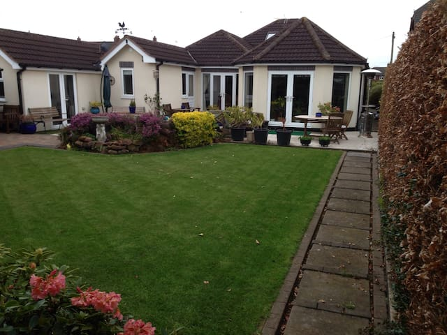 REDCOT HOLIDAY Bungalow in Knutsford Cheshire.