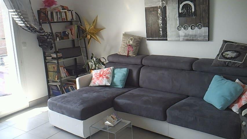 Confortable canap lit proche paris flats for rent in bois colombes le de - Sofa lit confortable ...