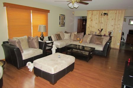 peaceful and relaxing room - Delavan - Casa