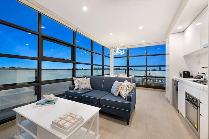 Luxury 2 Bed Premier Apartment in St Kilda