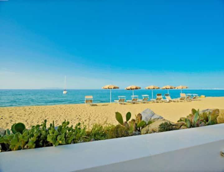 Beach-side with pool-Lipari C apt.