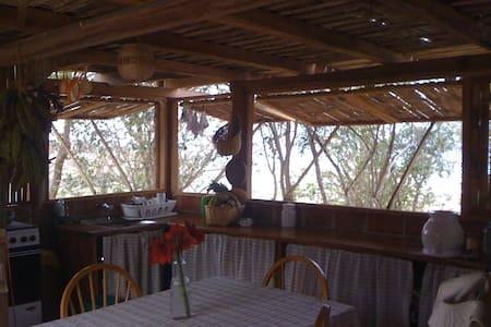 Cabaña de bambú con vista al mar - Don Juan, Manabí