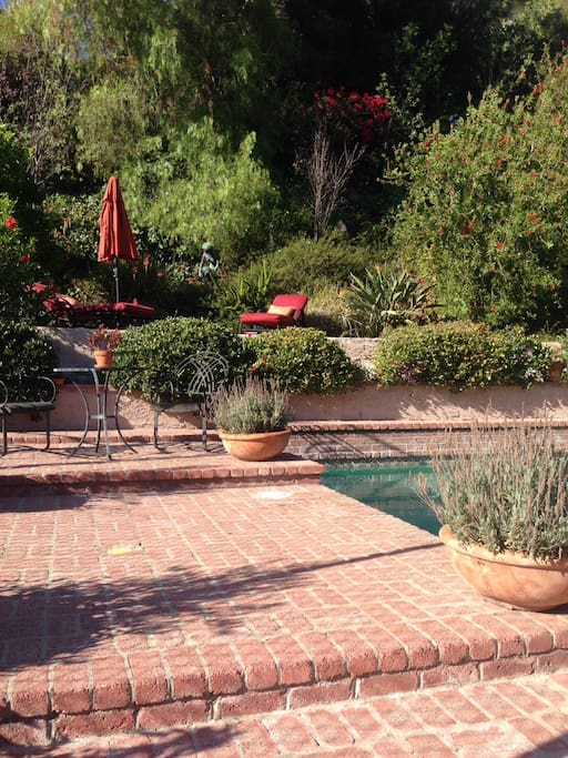 Relax and enjoy the California sunshine! Private pool and tennis court.