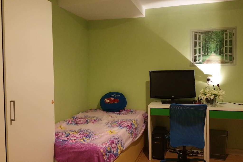 1st bed  clean and cozy room  with furnitures