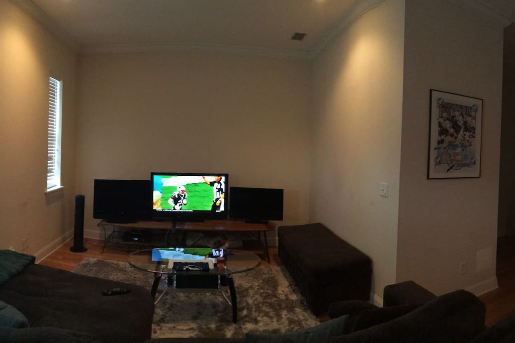 We love football... 3 TVs to enjoy! Large & very comfortable common area.