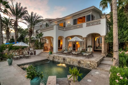 Located in the exclusive community of Palmilla near San Jose del Cabo, this fabulous vacation unit offers an absolutely stunning sea view.