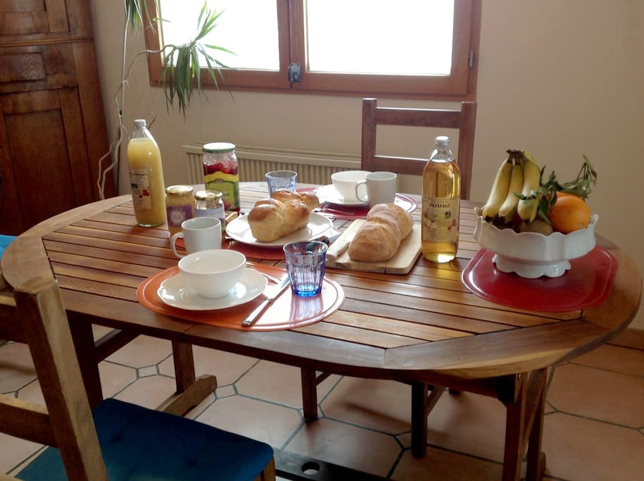 Un super petit déjeuner compris avant de randonner à pied, à ski ou en VTT.